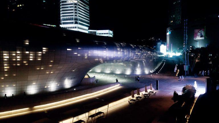 Dongdaemun Design Plaza de nuit