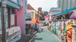 Rue avec des cafés au Songwol-dong Fairy Tale Village