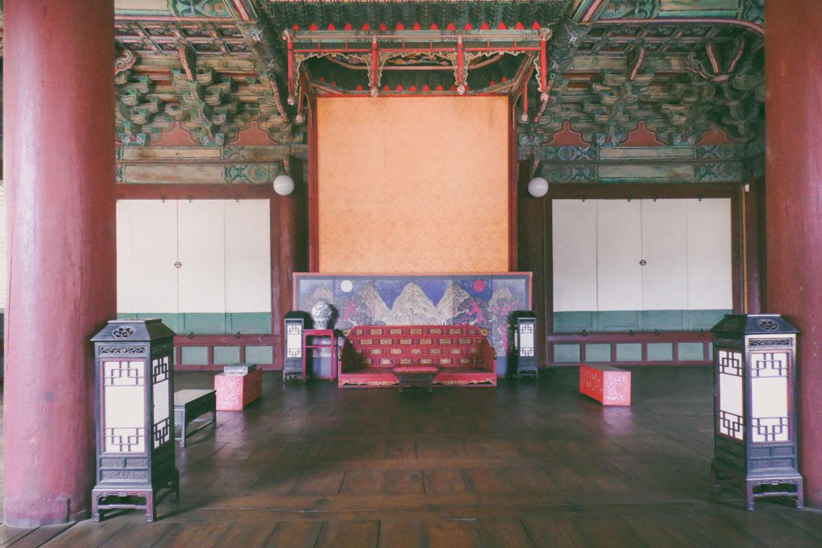 L'intérieur de Seonjeongjeon au palais Changdeokgung