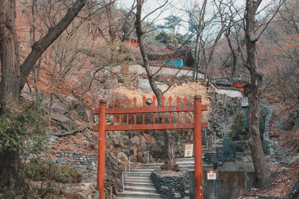 Waryongmyo namsan park