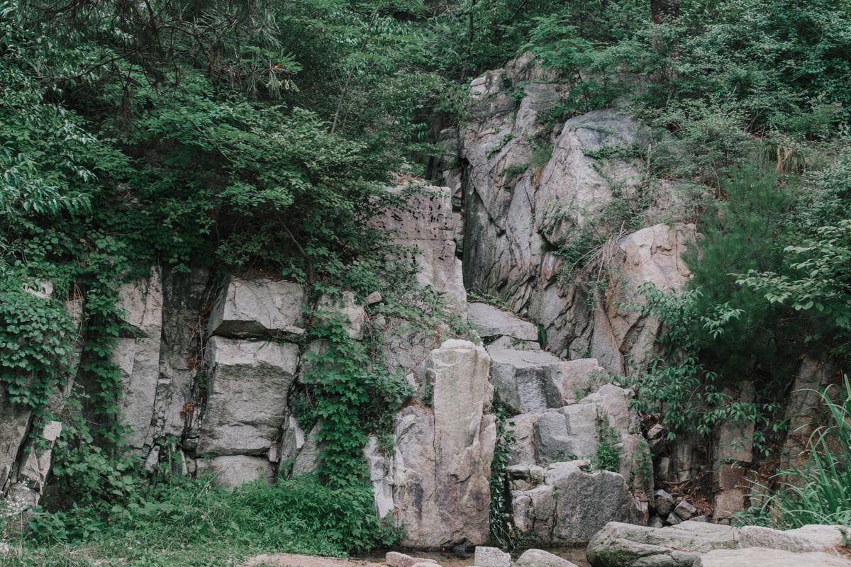 Vallée Sunseongdong lors de l'été à Séoul